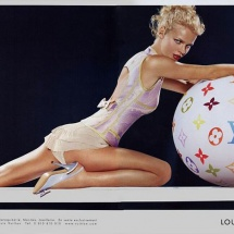 vuitton_pin_up